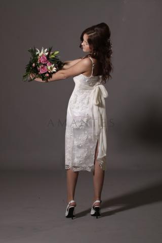 короткое свадебное платье  в кружеве